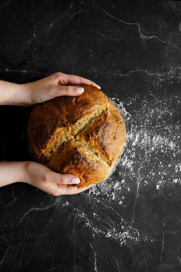 Prosty irlandzki chleb na sodzie (5 składników)