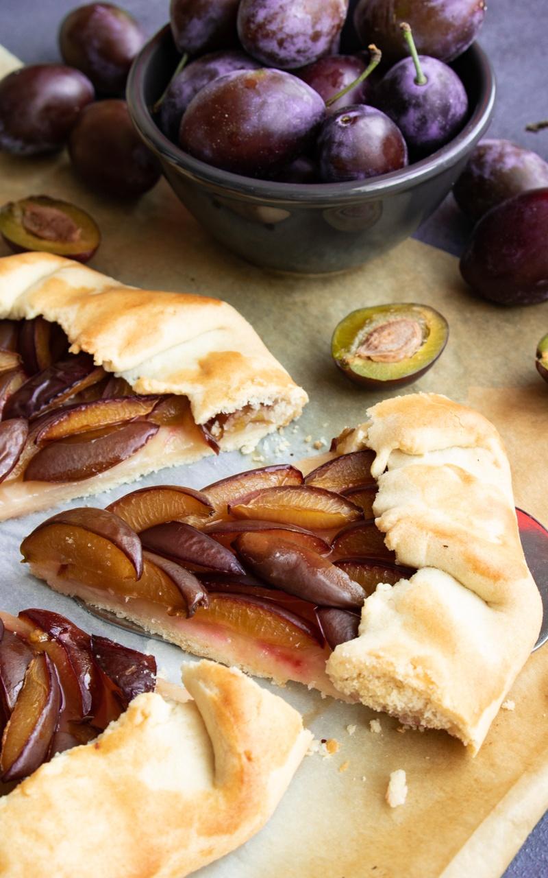 Tarta galette ze śliwkami (4 składniki)