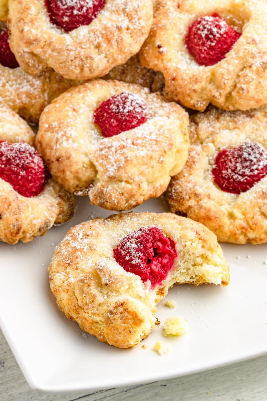 Serowe ciasteczka oczka z malinami (5 składników)