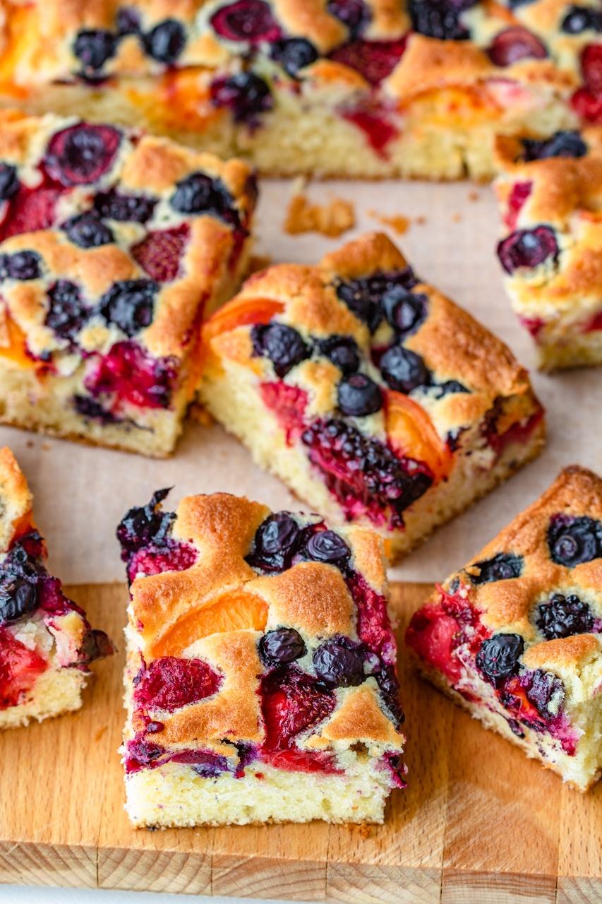 Maślane ciasto z owocami (7 składników)