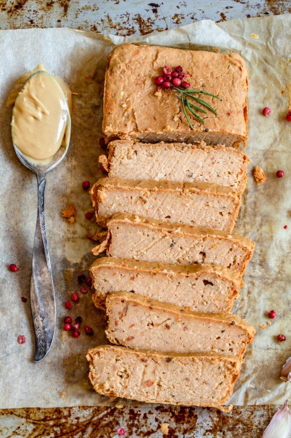 Pasztet z ciecierzycy z masłem orzechowym (4 składniki)