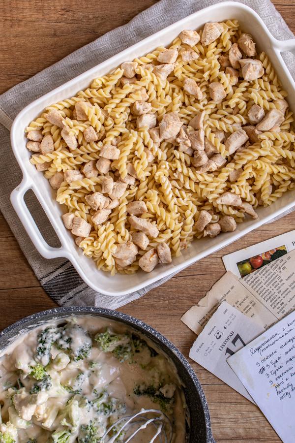 Kremowa zapiekanka makaronowa z kurczakiem (7 składników)