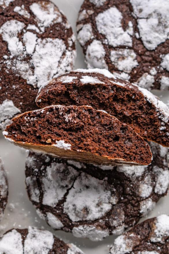 Popękane ciasteczka czekoladowe Crincle (6 składników)